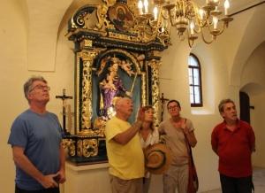 med ogledom oltarjev